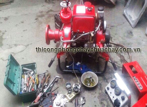 Sửa máy bơm chữa cháy Tohatsu tại xưởng sửa chữa của Cường Thịnh Vương